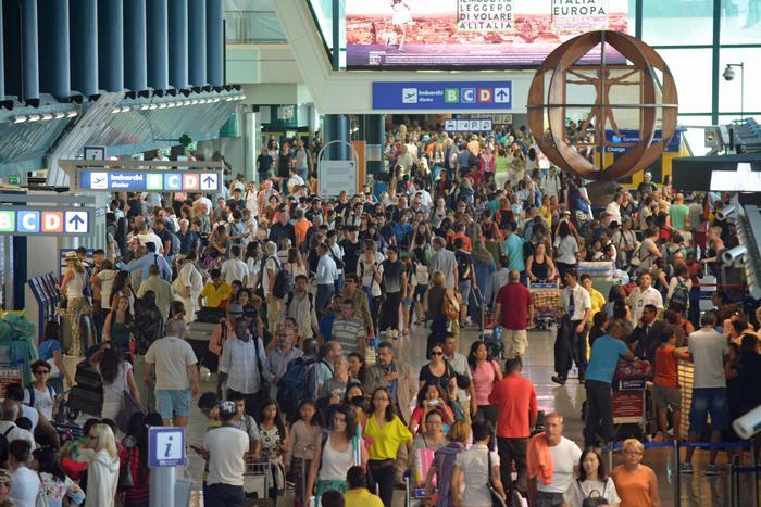 Incendio Fiumicino: ancora code di ritardi nei voli