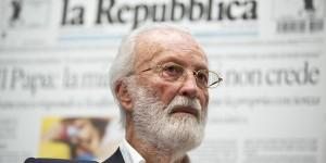 Eugenio Scalfari durante l'iniziativa 'Il Cortile dei Giornalisti', il 25 settembre 2013 al Tempio di Adriano a Roma. ANSA/ GUIDO MONTANI